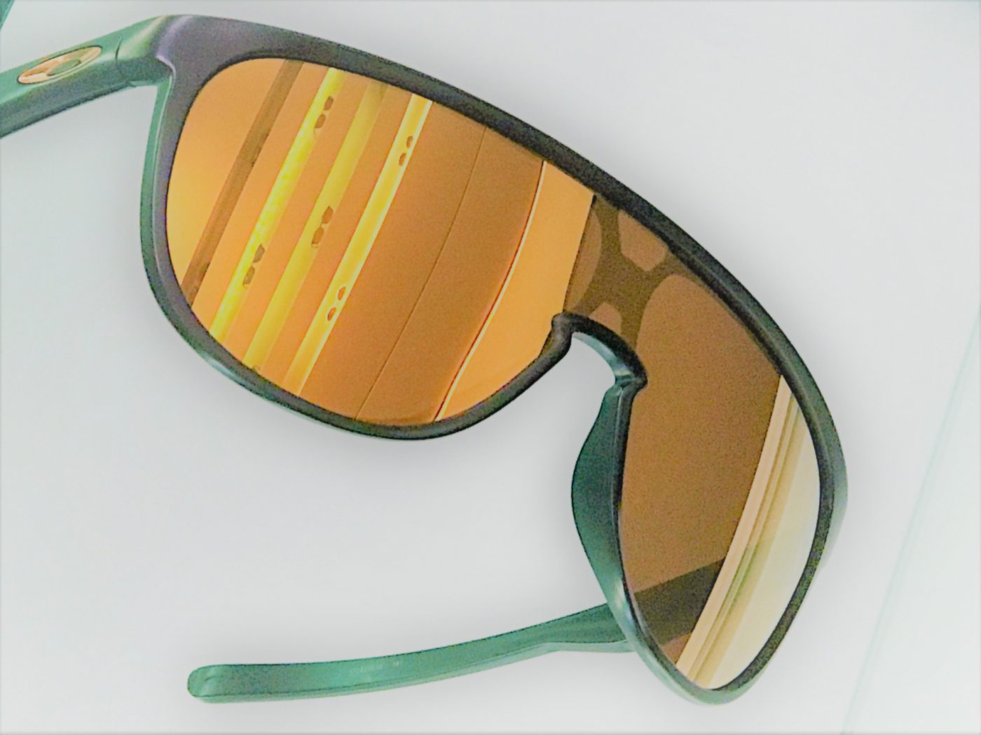 Oakley, Sportbrillen und Sonnebrillen